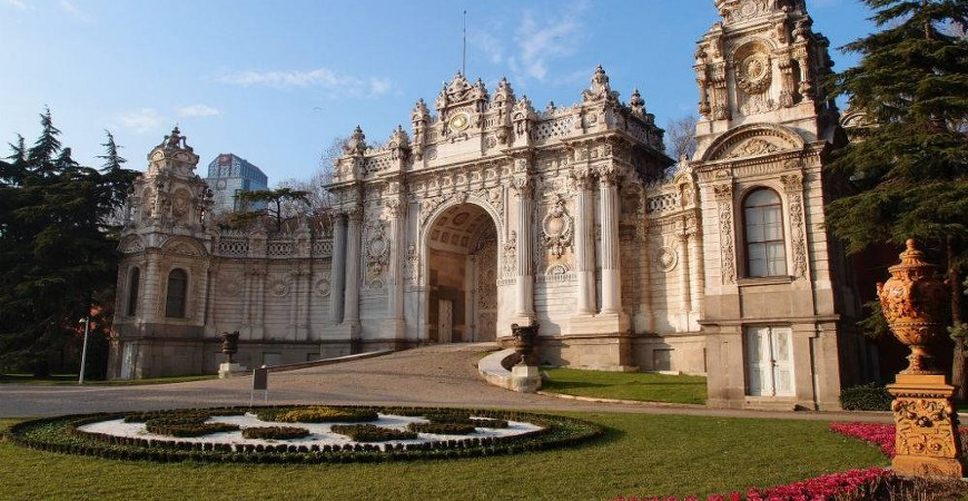 Dolmabahce Palace, Bosphorus Cruise & Cable Car Tour